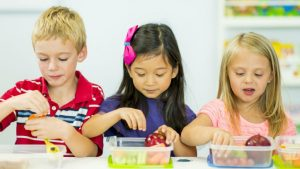 Kids-arent-getting-enough-fruits-and-veggies-in-school-lunches-1024x576-1503505098